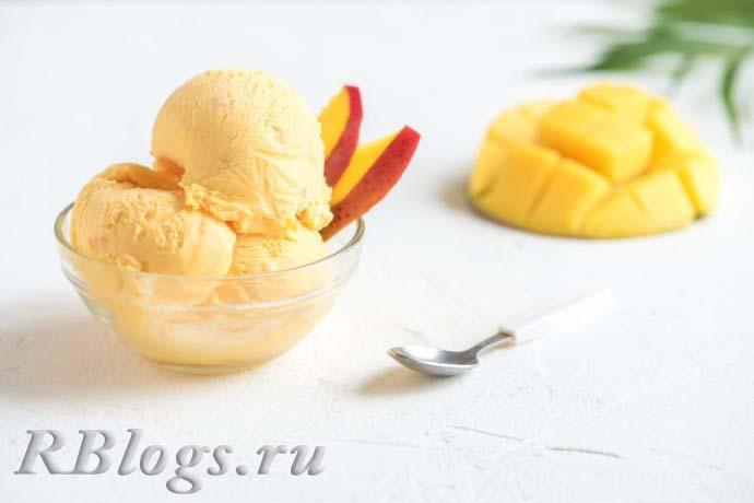 Мороженое, приготовленное из манго